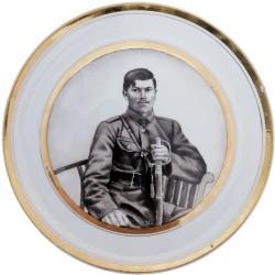 Tanier s portrétom muža v uniforme - Kan, Stará Role, C. M. Hutschenreuther 1909 - 1922